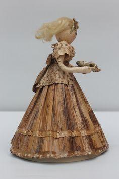 Dolls hand made. Vendedora de Hayacas. Pequeña escultura en calceta de plátano. Estructura en alambre. Artesanía.