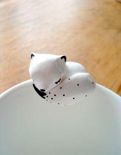 """Attache-thé """"Mon Renard Polaire"""" oMamaWolf figurine en porcelaine froide  : Vaisselle, verres par omamawolf"""