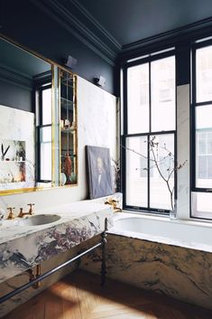 Marble bathroom with grey walls and vintage vibe in a SoHo loft apartment Jenna Lyon's colorful SoHo loft apartment Soho Loft, Loft Design, House Design, Grey Walls, Wood Walls, Modern Bathroom, Bathroom Marble, Bathroom Ideas, Bathroom Remodeling
