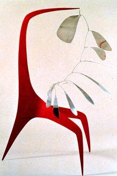 Alexander Calder :: Aluminum Leaves, Red Post, 1941 (Sheet metal, wire and paint). We're massive Calder fans! Alexander Calder, Mobile Sculpture, Art Sculpture, Atelier Theme, Bridget Riley, Mobiles, Kinetic Art, Art Abstrait, Oeuvre D'art