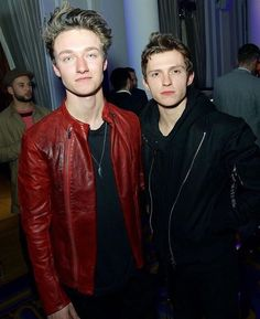 Peter PArker & Johnny Storm / Tom Holland & Harrison Osterfield / just look at the chemistry / actor Harrison Osterfield, Baby Toms, Tom Holland Peter Parker, Tommy Boy, Men's Toms, Wattpad, To My Future Husband, Gq, Hot Guys