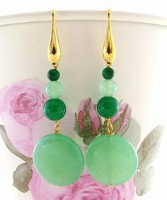 Orecchini in giada verde argento 925 pl. oro, pendenti pietre dure, gioielli     Orecchini realizzati in argento 925 con dischi e perle in giada naturale verde salvia e menta. - 6605623