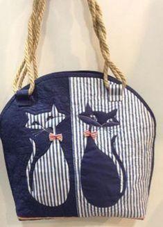 Cat handbag or tote to make Patchwork Bags, Quilted Bag, Denim Handbags, Cat Bag, Cat Purse, Denim Crafts, Recycle Jeans, Denim Bag, Fabric Bags