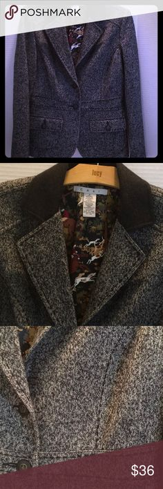 """CABI FOX HUNT EQUESTRIAN Jacket TWEED Herringbon 8 Wool Nylon Spandex Blend herringbone tweed B&W WARM jacket. Seams front back for tailored fit, bottom flap pockets, Contrast Wool Blend Black Collar,Center Back vent, 2 stays on side of vent 8...20"""" pit- pit..24 1/2"""" Top - edge, full horse fabric lining 🦊🐴🦊🐴🦊🐴🦊🐴🦊 CAbi Jackets & Coats Blazers"""