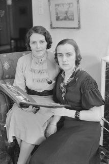 rouva Gertrud Wichmann tyttärensä Irman kanssa