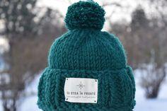 """Căciula """"Cu stea în frunte"""" perfectă pentru prichindei care vor să iasă afară la zăpadă! #caciula #caciulacopii #cadou #cadoupersonlizat #romania #caciulacumot #caciulaverde #caciulapersonalizata Special Gifts, Stea, Knitted Hats, Winter Hats, Knitting, Stylish, Fashion, Cots, Moda"""