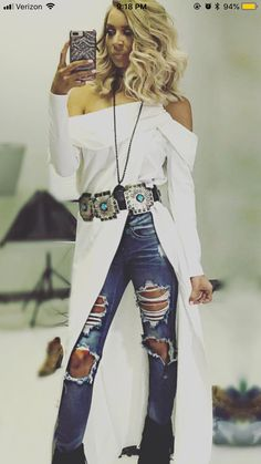 long sweater and belted us cool, with the tiny waist of course! Cowgirl Outfits, Western Outfits, Western Wear, Cowgirl Fashion, Western Chic, Fall Outfits, Cute Outfits, Fashion Outfits, Cowgirl Dresses