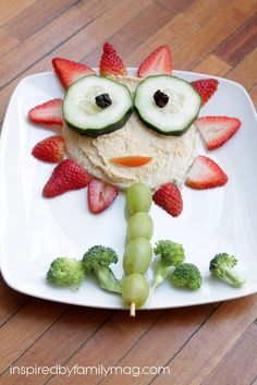 Fun and Healthy Food: Open Flower Hummus Sandwich - This snack is packed with fruit, veggies and protein! It's so cute your kids will devour it.