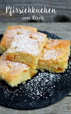 Leckeres Rezept für einen super saftigen Pfirsichkuchen vom Blech (Nur eine Stunde Zubereitungs- bzw. Backzeit und Zutaten, die man fast immer zuhause hat).