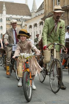 The Tweed Run - London 2014 - Neil Cordell Photography Bycicle Vintage, Bycicle Woman Tweed Ride, Quirky Fashion, Covet Fashion, Vintage Fashion, Tartan Men, Run And Ride, Harris Tweed, English Style, Mode Vintage