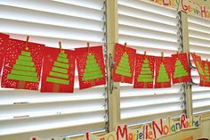 Super simple Christmas trees using strips of green paper. Great activity for practicing ordering lengths.