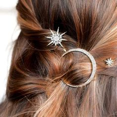 Star & Moon Barrettes Set) - Vintage-inspired hair pins embellished with delicate clear crystals. (Set of 2 Stars & 1 Moon) Available in: Gold or Silver Size: Approx. Vintage Inspiriert, Pretty Hairstyles, Wedding Hairstyles, Black Hairstyles, Star Hair, Accesorios Casual, Barrettes, Grunge Hair, Ring Verlobung