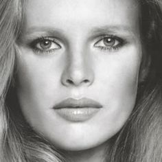 Kim Basinger is listed (or ranked) 30 on the list The Most Beautiful Actresses Ever Hollywood Icons, Hollywood Actor, Hollywood Celebrities, Kim Basinger, Prettiest Actresses, Beautiful Actresses, Most Beautiful Women, Beautiful People, Happy Woman Day