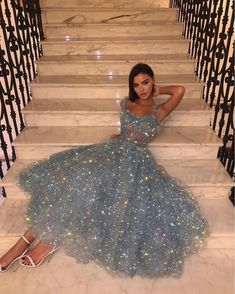 Top 10 Dogs in the World Grey Prom Dress, Pretty Prom Dresses, Glam Dresses, Stunning Dresses, Elegant Dresses, Nice Dresses, Fashion Dresses, Sparkly Dresses, Short Glitter Dress