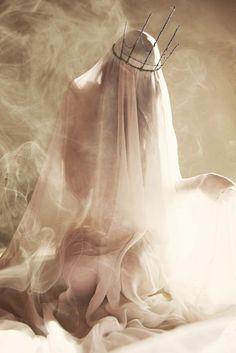 Queen Levana Queen Levanna Cinder Scarlet Cress Winter The Lunar chronicles Crónicas lunares Marissa Meyer Fairest Story Inspiration, Writing Inspiration, Character Inspiration, High Fantasy, Fantasy Art, Foto Portrait, Mystique, Foto Art, Lunar Chronicles