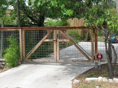 Image from http://www.austexfenceanddeck.com/wp-content/uploads/2008/10/bull-wire-drive-gate-w-metal-frame.jpg.