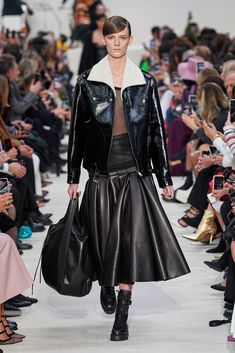 Valentino Fall 2020 Ready-to-Wear Fashion Show - Valentino Fall 2020 Ready-to-Wear Collection – Vogue - Dope Fashion, Fashion 2020, Womens Fashion, Fashion Trends, Runway Fashion, Fall Fashion, Seoul Fashion, Tokyo Fashion, Indian Fashion