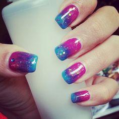 Nail art blue and violet