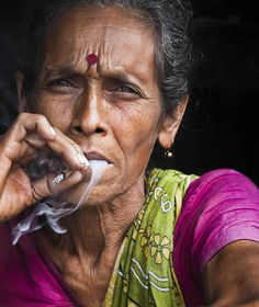 "my-spirits-aroma-or: "" I saw this bold woman at a flower market in Calcutta.This woman was smoking beedi like an expert and i could feel that from the way she was holding and doing her business.I took this and asked her why she smoke,she said ""to. Popular Photography, Indian Photography, Photography Photos, Dark Portrait, Color Portrait, Indian People, Portraits, Portrait Ideas, Up In Smoke"