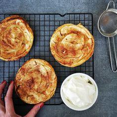 Luie Appeltaartjes - Tartes Yaya Bbq Desserts, Apple Dessert Recipes, Easter Recipes, Apple Recipes, Sweet Recipes, Baking Recipes, Delicious Desserts, Cake Recipes, Yummy Food