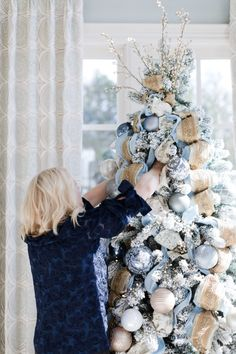 Blue Christmas Tree Decorations, Flocked Christmas Trees Decorated, Christmas Tree Decorating Tips, Elegant Christmas Trees, Silver Christmas Tree, Holiday Decor, Rustic Christmas, How To Decorate Christmas Tree, Christmas Tree Ribbon