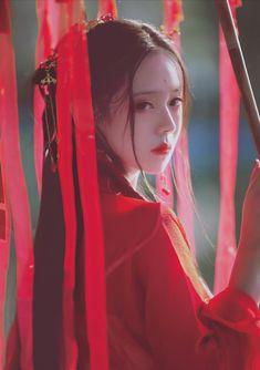 仄黎 - 图虫网 - 优质摄影师交流社区 Hanfu, Cheongsam, Traditional Fashion, Traditional Outfits, Geisha, Ancient Beauty, Fantasy Photography, China Girl, Chinese Clothing