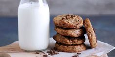 Vegan Vegetarian, Vegetarian Recipes, Glass Of Milk, Biscuits, Cookies, The One, Food, Crack Crackers, Crack Crackers