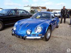 #Alpine #A110 1300 vue à l'expo-bourse de Courtenay. Reportage complet sur notre site : http://newsdanciennes.com/2015/04/12/grand-format-news-danciennes-a-courtenay/ #Classic #Car