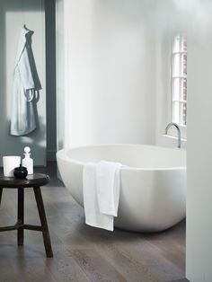 The White Company - I love this tub! Bathroom Spa, Laundry In Bathroom, Bathroom Interior, Bathroom Ideas, Bad Inspiration, Bathroom Inspiration, Interior Inspiration, Interior Architecture, Interior Design