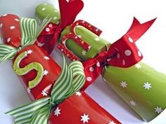 Print out this free template to make a large christmas cracker also diy christmas crackers solutioingenieria Gallery