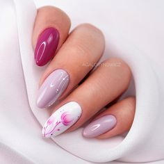 39 Pretty Nail Art Designs To Inspire You - Page 12 of 39 - TipSilo Stylish Nails, Trendy Nails, Cute Nails, Nail Designs Spring, Nail Art Designs, Almond Nails Designs Summer, Summer Nails Almond, Nail Selection, Almond Nail Art