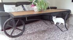 table basse design rustique en bois massif de couleur naturelle meuble bois massif houte. Black Bedroom Furniture Sets. Home Design Ideas
