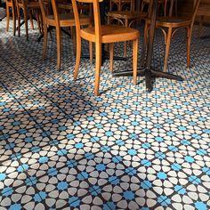 aleggstagram's photo on Instagram Sunroom, Tiles, Contemporary, Rugs, Instagram, Home Decor, Sunrooms, Room Tiles, Farmhouse Rugs