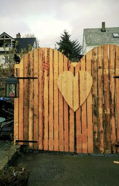 Use old pieces of wood, flooring, decking boards etc ~ to make a garden gate
