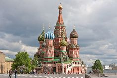 Explore Russia's two greatest cities and their diverse cultural and historical heritage on a coach tour with #cheaptraveltickets.