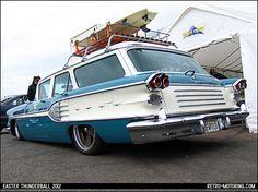Stunning Pontiac Chieftain Safari Classic Trucks, Classic Cars, Austin Martin, Vintage Cars, Antique Cars, Pontiac Chieftain, Station Wagon Cars, Jaguar, Old Wagons