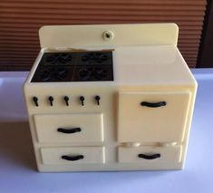This stove is in great condition for the age. No other cracks or flaws. All parts work as supposed to. Miniature Dollhouse Furniture, Vintage Dollhouse, Miniature Kitchen, Miniature Dolls, Dollhouse Miniatures, Modern Refrigerators, Factory Direct Crafts, Play Kitchen Sets, Home Furniture