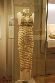 This is a great example of a tube dress worn in Egypt. It also has a lot of bead work which was very common. Ancient Egypt Fashion, Egyptian Fashion, Ancient Egyptian Art, Ancient History, Ancient Aliens, Ancient Egyptian Clothing, Egyptian Women, Ancient Greece, Egypt Art
