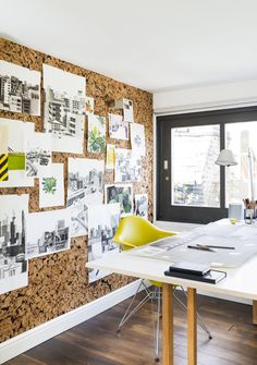 This on-trend cork board wall can grace your home office in five easy steps Unique Wall Decor, Office Wall Decor, Office Walls, Home Office Storage, Home Office Design, Cork Wall Tiles, Wall Décor, Office Boards, Box Office