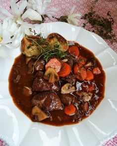 Our beloved French classic! Bœuf bourguignon with thyme baguette dumplings - Our beloved French classic! Bœuf bourguignon with thyme baguette dumplings - Beef Bourguignon, Baguette, Bon Dessert, Ground Beef Recipes Easy, French Classic, Hamburger Meat Recipes, Slow Cooker Beef, Food And Drink, Healthy Eating
