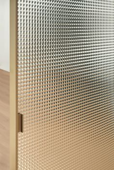 New finishes and materials for doors and partitions