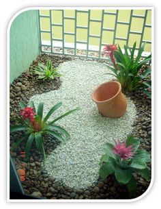 An empty terracotta pot is not just and empty pot. When used in landscapinig an empty pot or two can become a majore focal point to your garden. Garden Decor, Mini Garden, Rock Garden, Rock Garden Landscaping, Small Garden, Plants, Tropical Garden, Backyard Landscaping, Small Gardens