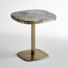 LIXFELD Round Marble Side Table AM.This pedestal table or side table with its round marble top and aged brass metal finish has a definite sense of style.Features Green, grey and white. Marble Dining Table Set, Pedestal Side Table, Metal Side Table, Restaurant Table Tops, Restaurant Furniture, Large Coffee Tables, Table Top Design, Cafe Tables, Restaurants