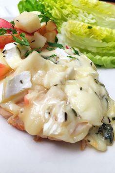 Csirkemell almával és camembertel sütve | GastroHobbi