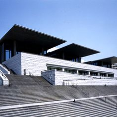 兵庫県立美術館 Hyogo Prefectural Museum of Art, Kobe Tadao Ando, Hyogo, Swimming Pool Designs, Swimming Pools, Japanese Museum, Kobe City, Japan Travel, Art And Architecture, Art Museum