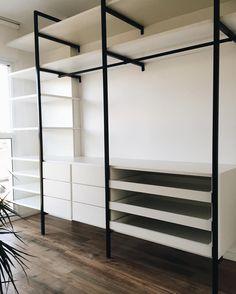 23 Super Ideas for closet aberto industrial Walk In Closet Design, Bedroom Closet Design, Master Bedroom Closet, Closet Designs, Closet Behind Bed, Entry Closet, Dressing Room Closet, Wardrobe Room, Apartment Design