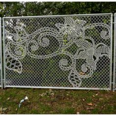 I love the projects of the dutch designers Demarkersvan. They found a great way to turn something purely functionnal to a decorative piece.  They mixed the industrial chainlink fence with the craft of lace making.
