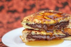 Nutella Stuffed French Toast! 2 whole Eggs ¼ cups Heavy Cream ⅛ cups Powdered Sugar 4 slices Texas Toast 4 Tablespoons Nutella