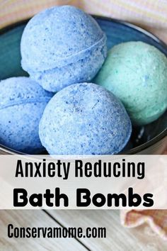 Save money and spoil yourself with these 62 fizzy and fragrant DIY Lush inspired bath bombs at home. Mason Jar Crafts, Mason Jar Diy, Galaxy Bath Bombs, Do It Yourself Organization, Homemade Bath Bombs, Diy Bath Bombs Easy, Making Bath Bombs, Homemade Bubbles, Lip Scrub Homemade