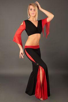 """Tenue d'entrainement de danse orientale """"Inaya"""", maille disco noire et rouge."""